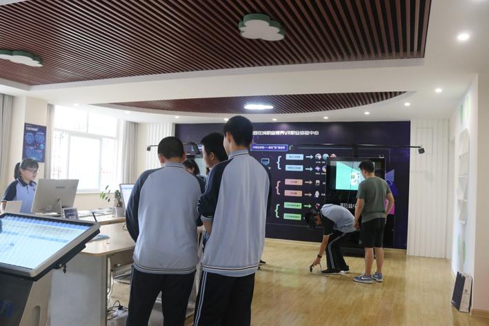 福州晚报报道:VR职业体验机 亮相屏东中学插图1